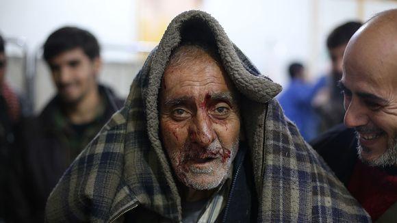 Haavoittunut vanha syyrialaismies.