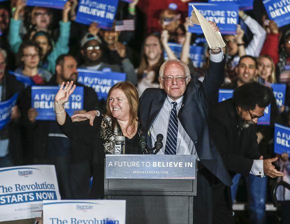Bernie Sanders ja vaimo Jane O'Meara Sanders Iowassa 29. tammikuuta.