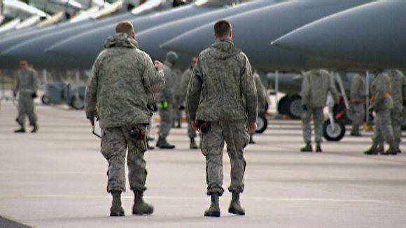 Video: Sotilaita ja hävittäjiä