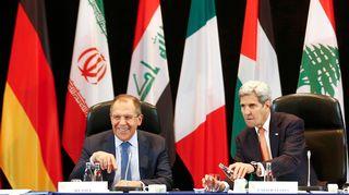 Venäjän ja Yhdysvaltain ulkoministerit Sergei Lavrov ja John Kerry Syyria-neuvotteluissa Münchenissä 11. helmikuuta.