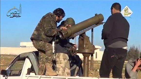 Syyrian kapinallisia Aleppon lähellä.