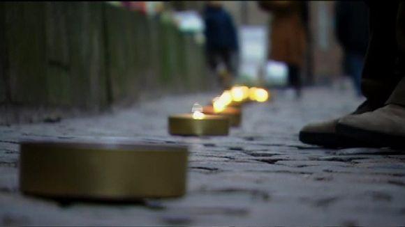 Video: Tanskassa sytytettiin kynttilävana terrori-iskujen muistoksi.