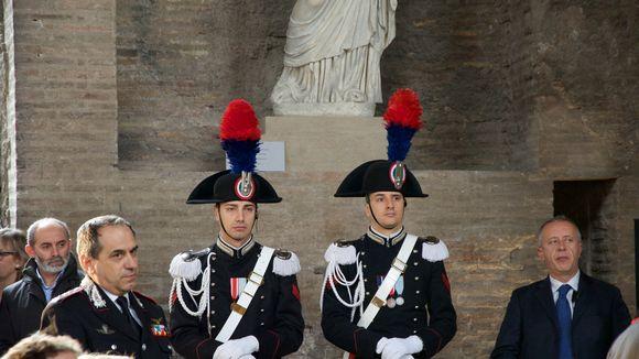 Italian carabinieri-erikoisjoukkojen sotilaita.