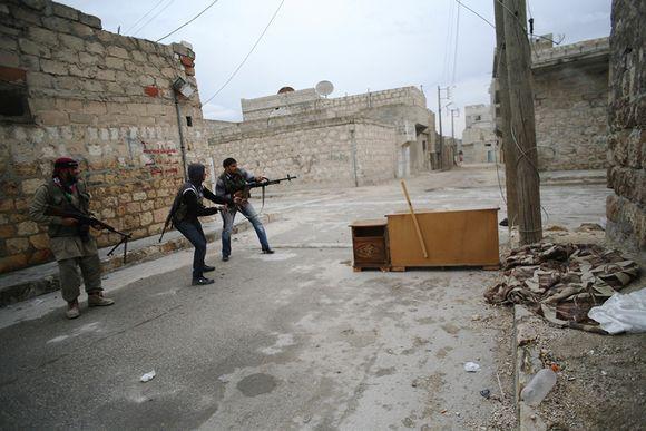 Vapaan Syyrian armeija (FSA) taistelijoita Aleppossa marraskuussa 2012.