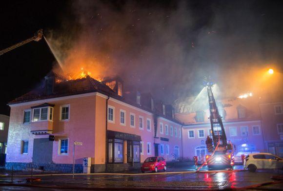 Pakolaisten vastaanottokeskus paloi asumiskelvottamaksi Bautzenin kaupungissa itäisessä Saksassa.