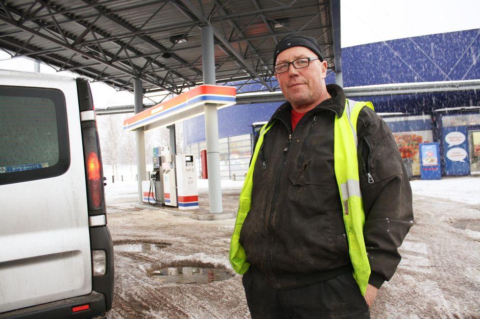 – Kaakonkulmalla 90–95 prosenttia tupakoitsijoista polttaa venäläistä tupakkaa, sanoo Heimo Ratilainen.