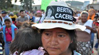 Video: Paikalliset ihmiset osoittivat mieltään Berta Cáceresin murhan jälkeisenä päivänä.