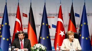 Ahmet Davutoglu ja Angela Merkel