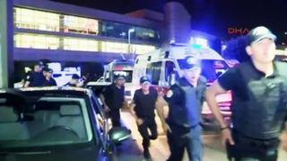 Video: Poliiseja juoksemassa.