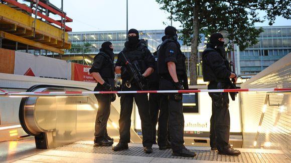Ryhmä poliisin erikoisjoukkoja.