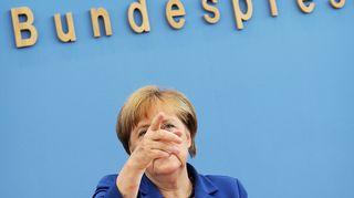 Angela Merkel puhuu.