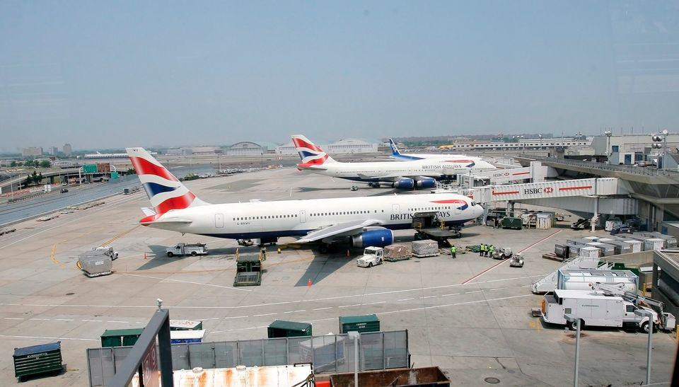 Aeroporto John Kennedy : New yorkin poliisi epäilee boltin juoksu saattoi