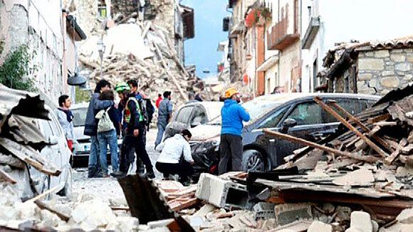 Maanjäristyksen tuhoja.