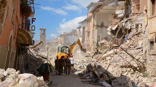 Maanjäristyksen tuhoja Amatricessa.