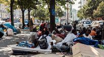 Pakolaisia kadulla Pariisissa.