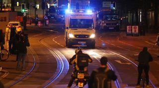 Ambulanssi areenan lähellä.