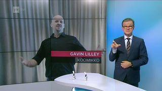 Video: Kuvakaappaus Viikko viitottuna -lähetyksestä. Viittojan takana taustakuvassa Gavin Lilley ja otsikkoteksti Gavin Lilley - koomikko.