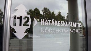 Video: Hätäkeskuslaitoksen tunnus ikkunassa.