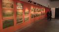 Video: Runsaasti vanhoja opetustauluja esillä museon seinällä.