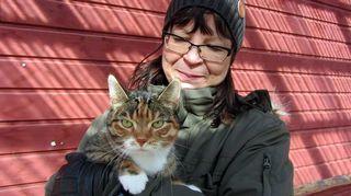 Tarja Jokinen ja Amanda-kissa