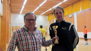 Mauno Nyrhilä ja Jorma Nyrhilä pyörittävät Ruhan lentopallojoukkuetta.