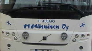 Mansikat ja linja autot työllistävät Hännisen tilalla
