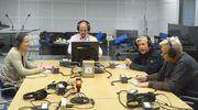 Maija Vilkkumaa, Pekka Seppänen, Mika Pantzar ja Markku Kuisma istuvat studiossa hetki ennen Pyöreän pöydän lähetystä.