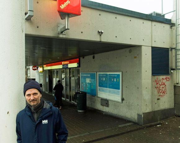 Tomi Kontio KOntulan metroasemalla.