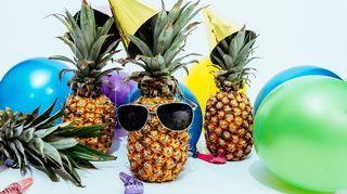 Kuvassa ananaksia biletamineet päällä.