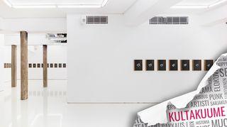 Näkymä Hans Rosenströmin August - elokuu -näyttelyyn Galleria Helsinki Contemporaryssa.