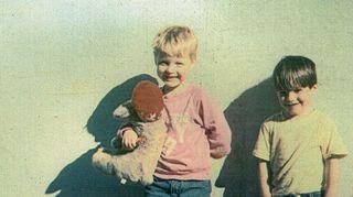 Emun oma poika Timo Hänninen ja kummipoika Tatu Salin ovat Emulle rakkaita ja tärkeitä ihmisiä. Kaverukset ovat nyt kolmekymppisiä, mutta kuvassa vielä parhaassa leikki-iässä.