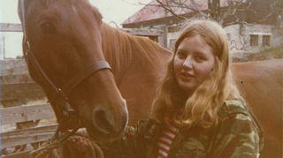 Kuvassa on Lady-niminen heppa, jota hoidin teininä Tapiolan ratsastuskoululla. Lady oli hirveän kiltti ja lempeä niin kuin sen katsekin kertoo. Minulla on mielikuva, että tämä on saatettu ottaa peräti konfirmointipäivänäni syksyllä -70.  Rippileirillä tulin hyvin vakavasti uskoon mutta jo vuoden -71 alussa liityin Tapiolan kansademokraattisiin nuoriin.