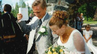 Kari Arffmanin puoliso Leena Arffman on laulunopettaja on opettanut myös nykyistä miestään.