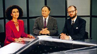 Kolmoskanavan ajankohtaisohjelma 7.Hetki (1988-1991) välitti tv-katsojille maailmanpolitiikan, talouden ja muiden ajankohtaisten  aiheiden tapahtumia.