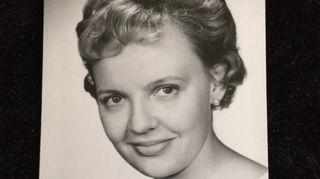 Iro Haarlan äiti oli oopperalaulaja Helena Salonius.