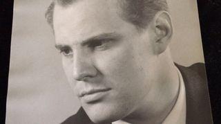 Iron isä oli näyttelijä ja teatterijohtaja Saulo Haarla.