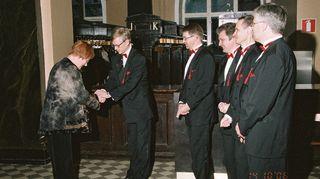 Hummaripoikien 40-vuotisjuhlaan saapui myös Tasavallan Presidenti Tarja Halonen. Halonen saapui ilman puolisoaan, mutta ei hätää, Ilkka oli hommannut Arajärven tilalle Varajärven, mikä aiheutti turvamiehille ylimääräistä päänvaivaa, mutta Halonen otti tilanteen huumorilla.