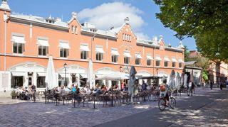Moni turkulainen tuntee Turun tuomiokirkkoa vastapäätä sijaitsevan yli 500 vuotta vanhan ja kauniin terrakotan värisen talon Ingmanin talona, mutta nykyään se on Casagrandentalo.