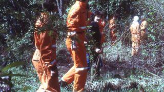 SPR:n kadonneiden ihmisten etsintäharjoitus 1980-luvulla. Kalle Löövi kehitti etsimisprosesseja ja loi kadonneiden etsintäpalvelun, jossa nykyään on mukana jossa nykyään on mukana 20 000 vapaaehtoista ympäri maata.