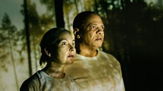 Radioteatteri esittää: Sadan vuoden matka. 3-osainen kuunnelmasarja, joka sijoittuu vuosien 2017 - 2117 Suomeen. Kuvassa Kuvassa Inki (Irina Pulkka) ja Ali (Henry Hanikka). (2017)