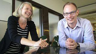 Musiikin voiman Sävel on vapaa -toivekonsertin juontavat Katri Henriksson ja Timo Asikainen.