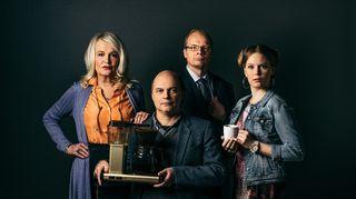"""Viivi """"Vipe"""" Rantakiiski (Miitta Sorvali), Pertti """"Pertsa"""" Jokinen (Jari Salmi), Markus """"Pomo"""" Moilanen (Ville Myllyrinne) ja Anna """"Ansku"""" Punapelto (Pia Andersson)."""