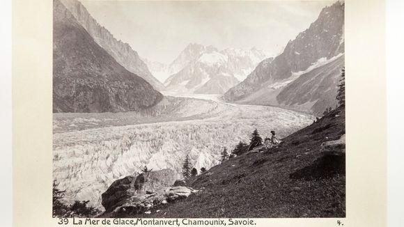 Kuvassa näkyy, miten jäätikkö oli noin 150 vuotta sitten huomattavasti suurempi kuin nykyään.