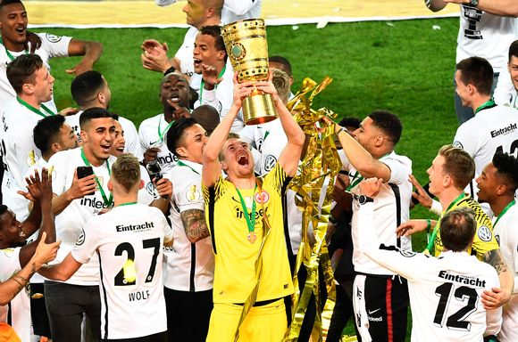 Lukas Hradecky Saksan Cupin voitto