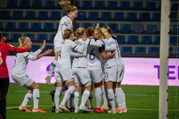 Naisten jalkapallomaajoukkue