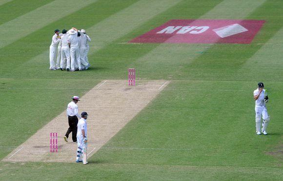 Pelaajia krikettikentällä.