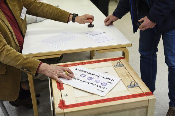 Äänestämistä kuntavaaleissa 2017.