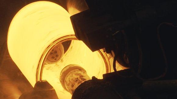 SSAB kuuma metallirulla kulkee kuljettimessa