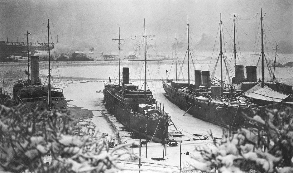 Venäläisiä sota-aluksia Helsingin Pohjoissatamassa talvella 1917-1918.