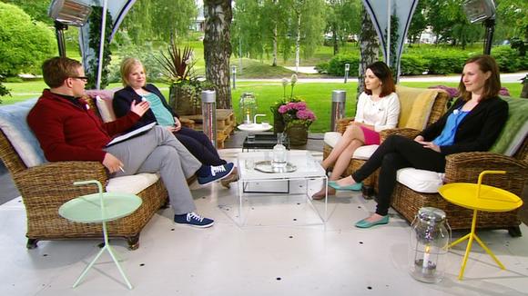 Yle aamu-tv:n vieraana vasemmalta lukien Annika Saarikko (kesk.) , Sanni Grahn-Laasonen (kok.) sekä Sanna Marin (sd.).